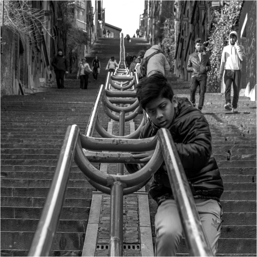 hvdb2018Luik-jongen op de trap